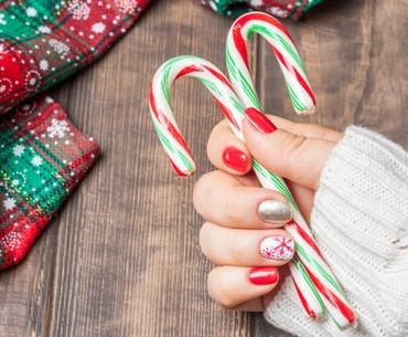 Weihnachtsmaniküre selber machen