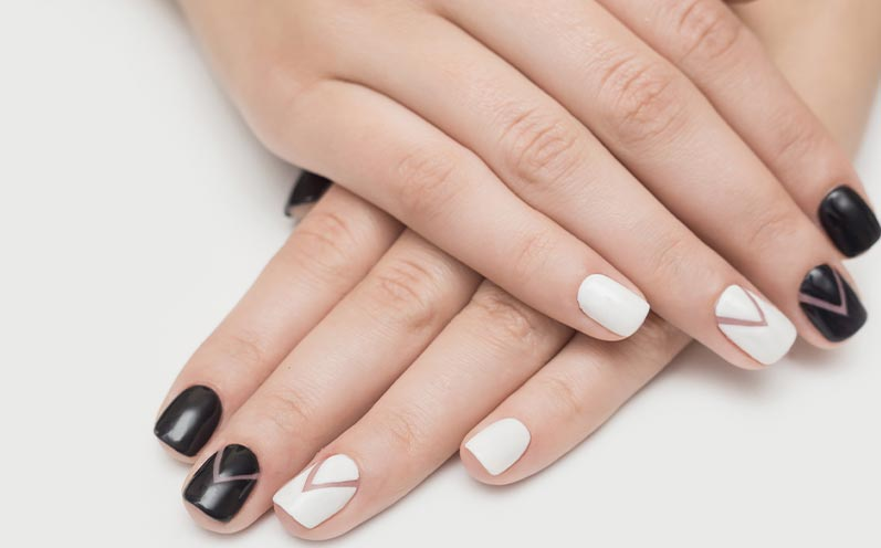 Herbstnägel-Trends: Black and White